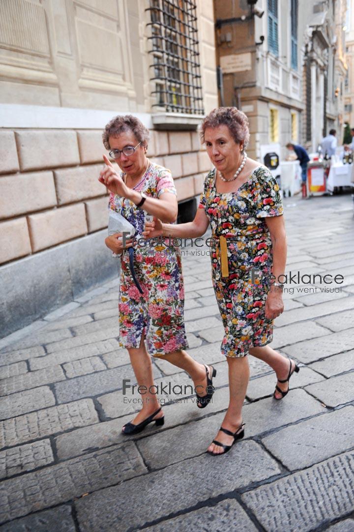 Genova, via Garibaldi - due sorelle complementari ieri sera, ma prima erano quindici minuti - foto DP / FRK