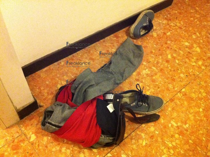Genova, indoor photopathology - origami di pantaloni, mutande e scarpe - foto DP / FRK