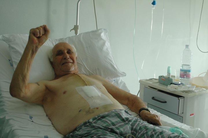 Ge 2006 - Ospedale San Martino - mio nonno dopo aver ricevuto un paio di bypass - foto DP / FRK