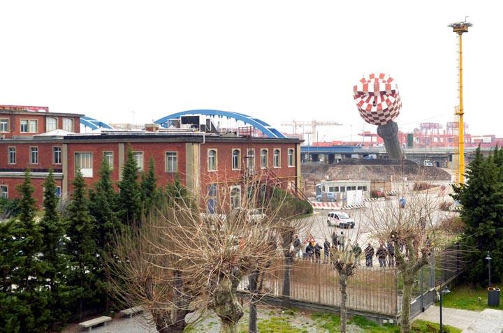 Genova Cornigliano - demolzione ultimo totem dell'acciaio - Marzo 2012 - ph DP / FRK